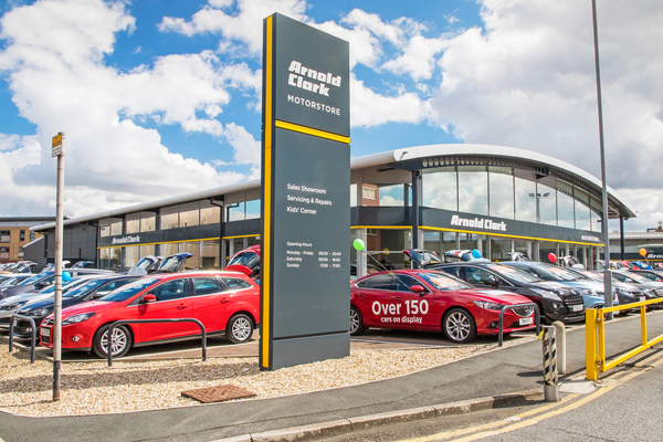 Arnold Clark - Leeds Motorstore / Fiat / Jeep / Abarth / Alfa   Whitehall Place, Leeds LS12 1AA   +44 113 366 0507